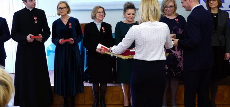 Nauczyciele religii uhonorowani Medalem KEN