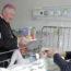 Odwiedziny bpa Romualda Kamińskiego wszpitalach dziecięcych