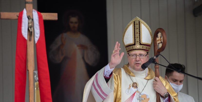 BpGrzybowski: Świat nabarkach trzymają nieznani, bezimienni, rozproszeni poświecie czciciele Bożego Miłosierdzia