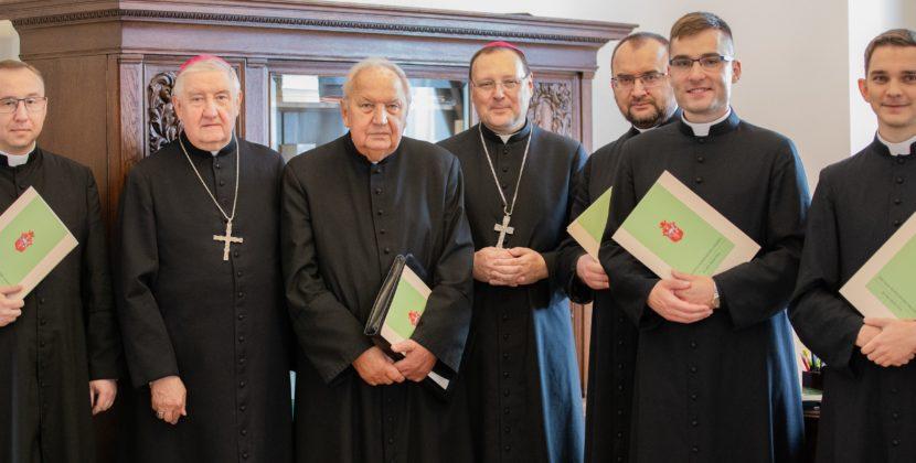 Ustanowienie delegata orazwyznaczenie kapłanów imiejsc celebracji liturgii wg'Missale Romanum' z1962 r.