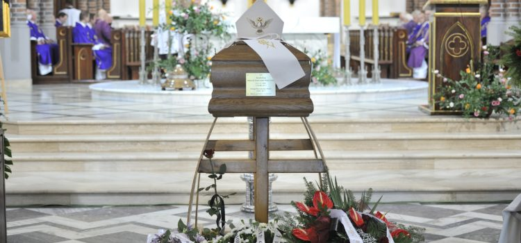 Msza Święta żałobna arcybiskupa Henryka Hosera