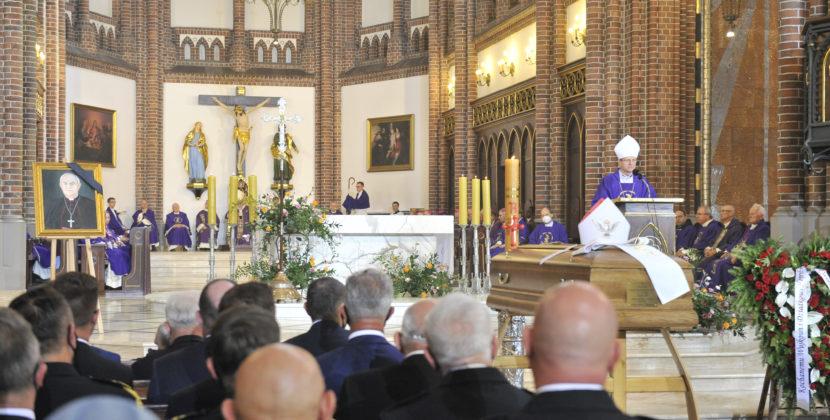 """""""Szedł tam, gdzie Bóg go posyłał, aż nakrańce świata"""" – pożegnaliśmy śp.arcybiskupa Henryka Hosera"""